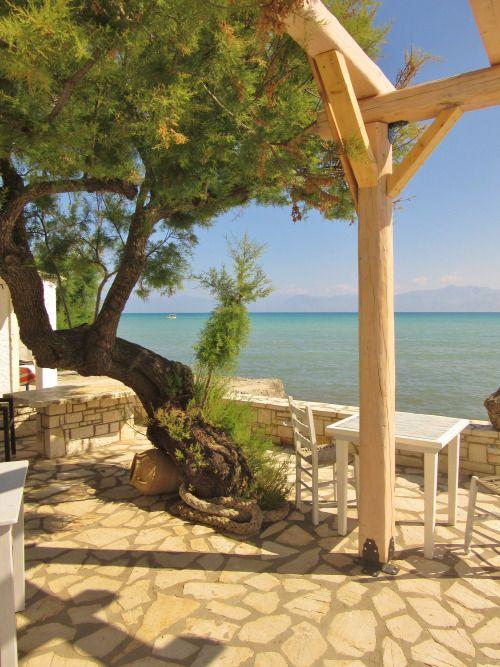 """vwcampervan-Aldridge: """"The Boathouse"""" café à beira-mar, Roda, Corfu, Grécia Todos os Fotografia original por http://vwcampervan-aldridge.tumblr.com"""