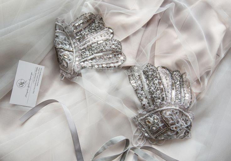 Ах, эти сказочные переливы петербургской дымки! Такое дымчато-туманное платье в сложных жемчужных оттенках для нашей невесты из Петербурга.