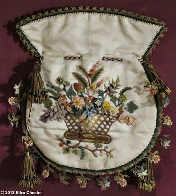 Purse with Turkish 'oya'-lace floral edge.   1st quarter of the 19th century. (Amsterdam's Museum of Bags and Purses).