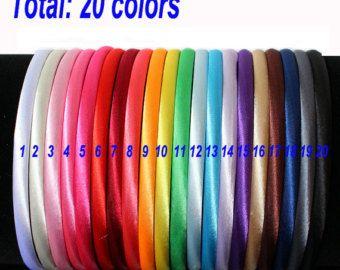 Este listado está para 25 piezas mini lentejuelas arcos  Cada lazo mide 1,5 x 1,5 y es sobre la espalda, fácil de fijar a las vendas, pinzas de pelo, sombreros, scrapbook y mucho más  Color disponible: Color de rosa Negro Oro Verde plata Rojo Lavanda Marrón Turqouise Púrpura Blanco Color de rosa caliente Azul real Cal