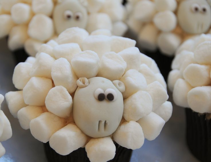sheep shaped cupcakes | whatever's left