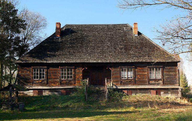 Sucha leży nad rzeką Kostrzyń ok. 4 km na wsch. od Grębkowa i składa się z dwóch wsi: Starej Suchej i Nowej Suchej.
