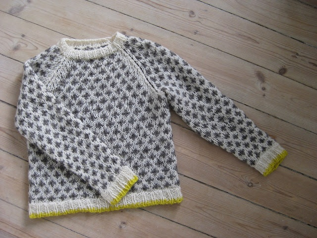 Knitted raglan sweater in pretty color combo