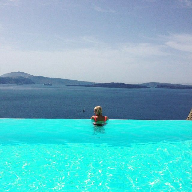 That's the #paradise! #AndronisSuites #luxury by the #pool #AndronisExperience #Santorini Photo credits: @mosh48