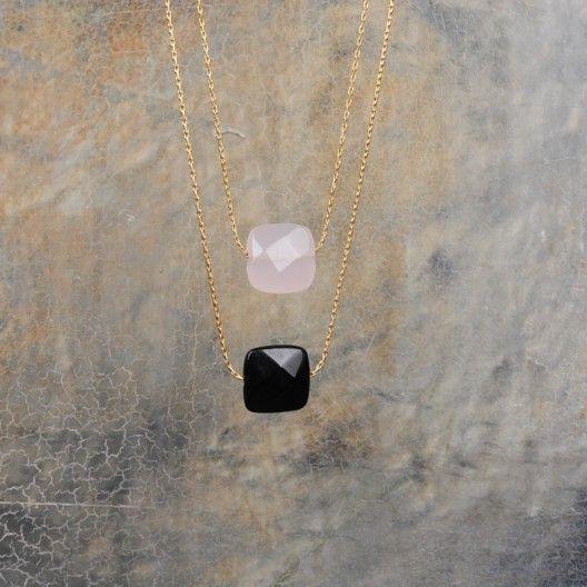 Collier fin plaqué or et pierre carrée onyx ou quartz rose - Maya - www.minijoaillerie.com