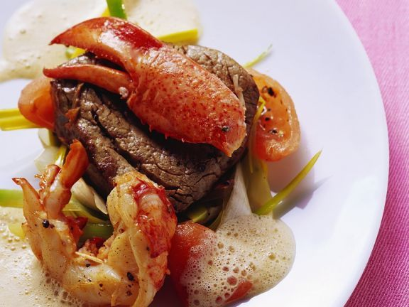 Filetsteak mit Hummer ist ein Rezept mit frischen Zutaten aus der Kategorie Hummer. Probieren Sie dieses und weitere Rezepte von EAT SMARTER!