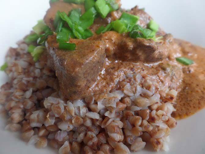 Рецепт на выходные: Говяжья печень, тушёная в сметанно-горчичном соусе