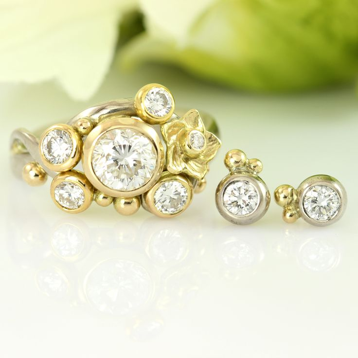 Castens - Wat a stunning ensemble of white and yellow gold and a lot of diamonds!