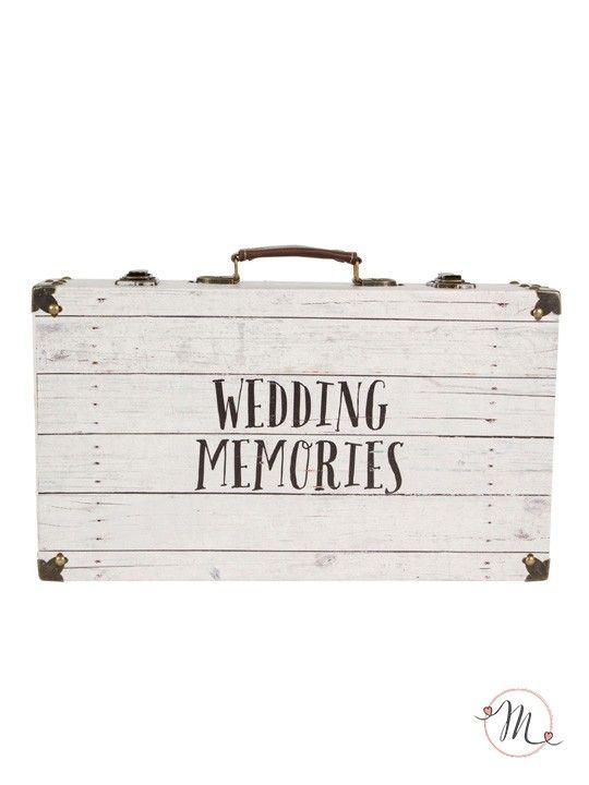 Valigia dei ricordi di nozze.  Originale valigia per contenere i ricordi e i messaggi di auguri del giorno delle nozze.  Materiale: legno e ferro.  Misure: 10.5 x 42 x 24 cm. #matrimonio #wedding #valigia #ricordi #memories #legno #ferro #party #ceremony #nozze #allestimenti #accessori