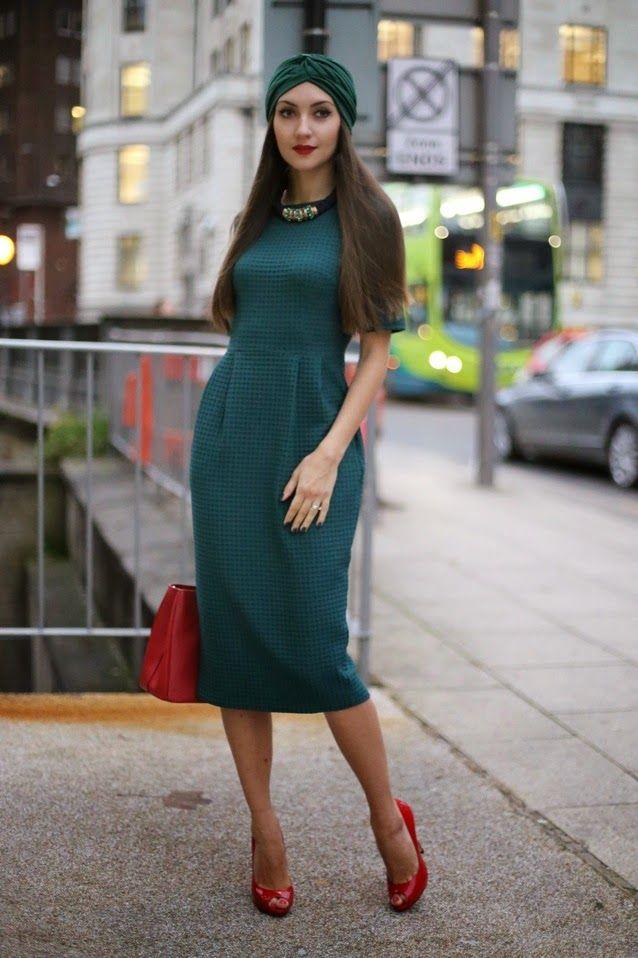 изумрудное платье и красные туфли фото предлагаем