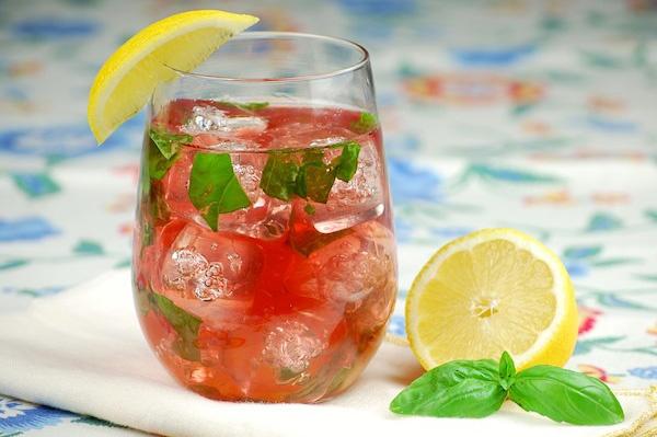 Rose wine cocktail recipes: Rosé Wine, Cocktail Recipes, Basil Lemonade, Wine Cocktails, Rose Wine, Lemonade Rose, Wine Facts, Drinks, Cocktails Recipes
