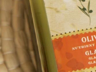 De CHI Organic productlijn bevat gecertificeerde organische etherische olien, natuurlijke olien en een speciaal complex van extracten die het haar maximaal verzorgen, hydrateren en beschermen. CHI Organic Shampoo en CHI Organic Conditioner zijn sulfaatvrij en bevatten geen parabenen. De producten van CHI Organics zijn herstellend, voedend, vochtinbrengend en geven het haar volume zonder het te verzwaren.