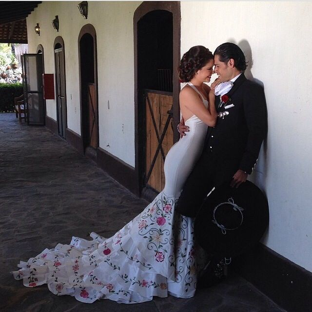 Mexican wedding dress by Adan Terriquez worn by Ana Patricia Gonzalez