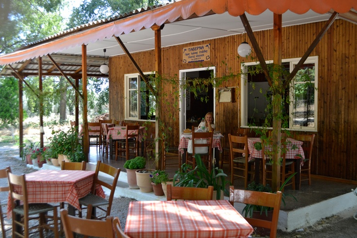 Kamena Vourla, Greece, taverns