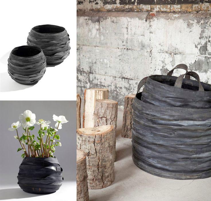 MARKT - Moniek Vanden berghe (Cleome) is een autoriteit op gebied van bloemsierkunst. De natuur nodigt haar uit om te experimenteren, spelen, delen. Haar creatieve missie om schoonheid te delen, raken en geraakt te worden, bracht haar al naar Japan, V.S, Australië, Korea, Finland, Mexico, Schotland, Engeland, Ierland en Frankrijk.  Op TRASH deluxe zal ze er staan met naar eigen ontwerp gemaakte rubberen vazen, houtmanden en fruitmanden (gerecycleerde fietsbanden) en kartonnen schalen.