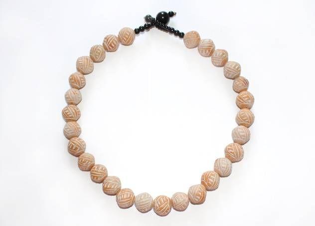 Malinese, korte halsketting met kralen van aardewerk - www.legoutdescouleurs.be