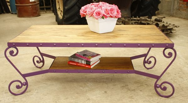 Mesa de centro, hecha en Madera y Hierro. INFO: madera-hierro@hotmail.com Somos muebles diferentes