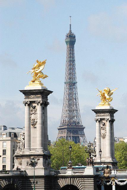 Tour Eiffel & pont, Paris France
