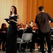 Un eveniment rar, la Opera Brașov de data aceasta, Stabat Mater de Pergolesi. Deși un Jean Chantavoine (fost secretar general al Conservatorului Național din Paris și un foarte mare muzicolog francez) așeza această capodoperă lângă Requiem-ul lui Mozart, publicului meloman din România nu-i este foarte familiară.