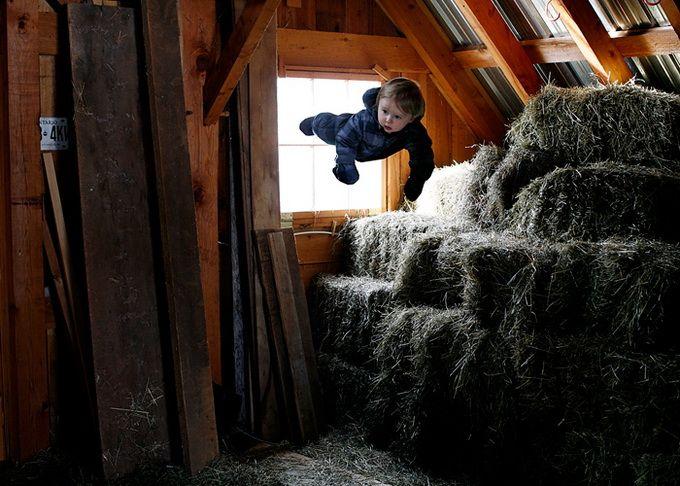 """""""Uçan Bebekler"""" ismini verdiği çalışmasıyla Amerikalı fotoğrafçı Rachel Hulin, dikkatleri üzerine topluyor. Bu yaratıcı fotoğrafların ortaya nasıl mı çıkıyor? Hulin, usta bir fotoğrafçı fakat daha da önemlisi usta bir photoshop kullanıcısı :)"""