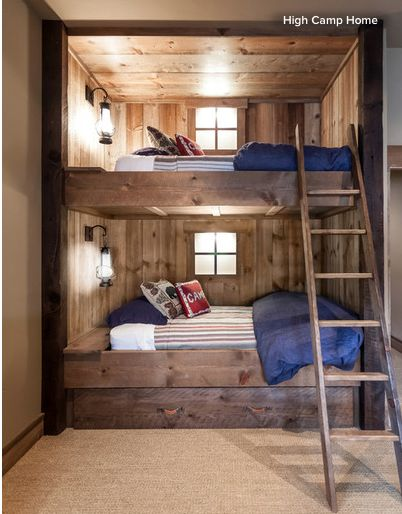 Une chambre pour enfant avec un lit cabine de bateau au for Appartement deco bateau