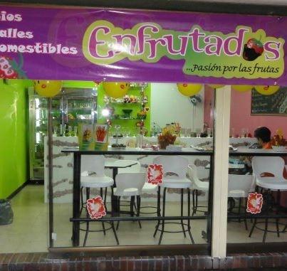 Con servicios de cafeter a fruter a helader a y for Almacenes decoracion bogota