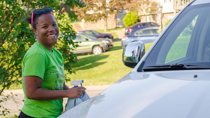 College student Taylor Mitchum started a waterless car washing business... how's that for sustainability?