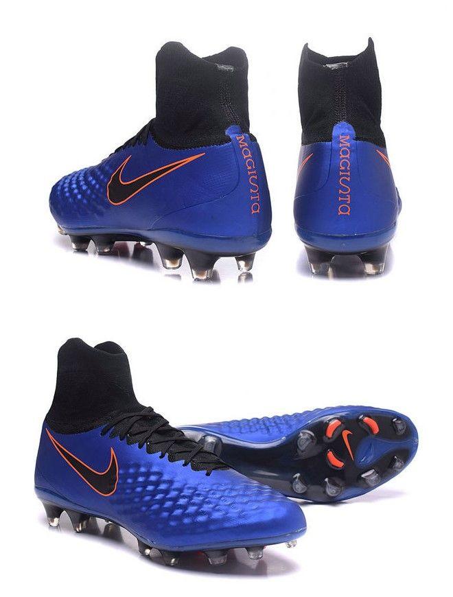 Nike Magista obra II Trois technologies : Flyknit, ACC, NikeSkin pour une sensation de jeu naturelle et confortable, tout en ayant un contrôle optimal de la balle.