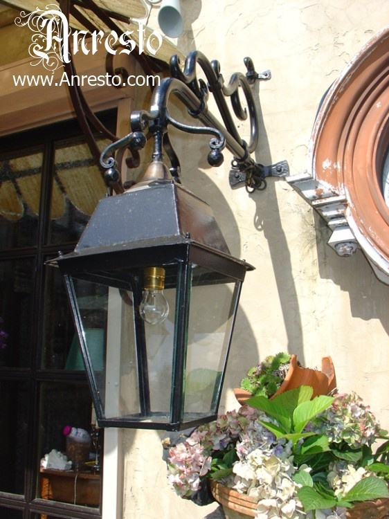 Antieke buiten lantaarn  http://www.antiek-anresto.be