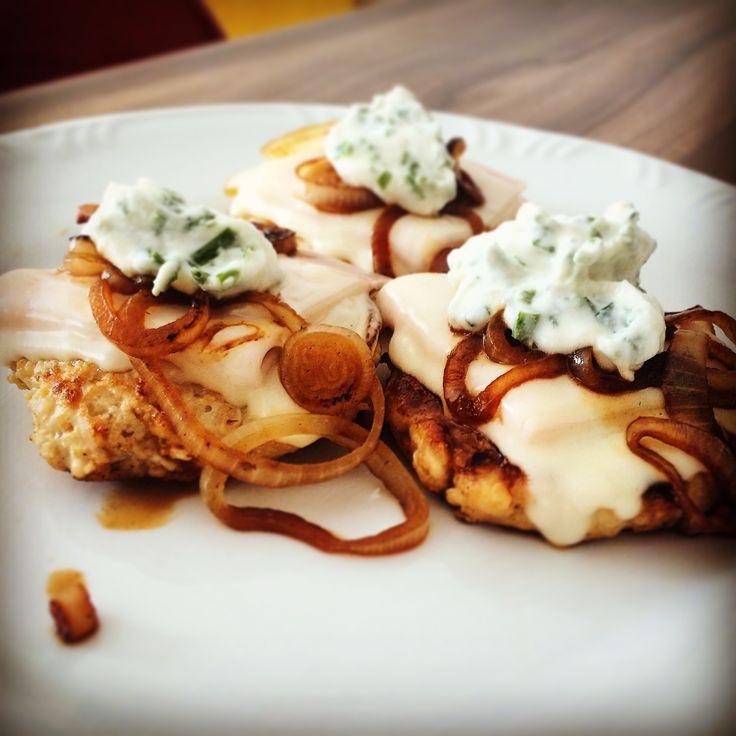 Que tal reinventar hoje mesmo? Hoje vamos juntos conquistar mais uma receita dukan para a fase ataque na nossa dieta! Com a receita de hamburguer de frango com ricoletti dukan.