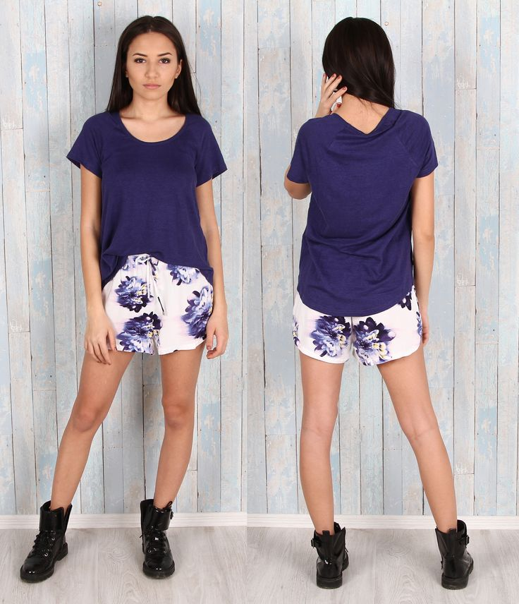 Lovely light outfit  Produsele sunt disponibile aici:  Tricou 100% in https://www.543.ro/tricou-isabel-marant-i21022  Pantaloni https://www.543.ro/pantaloni-scurti-vero-moda-i21021