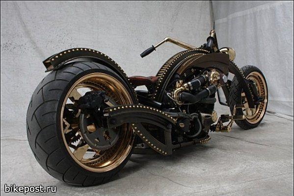 Diesel punk Barro chopper with T-Sable Springer engine and Harley-Davidson transmission