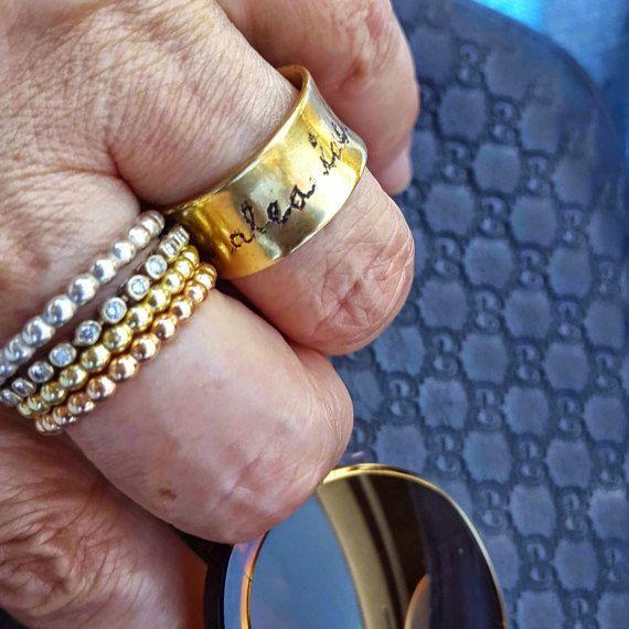 Anillo de compromiso, CZ eternidad anillo, anillo de boda, apilamiento anillo oro, anillo de aniversario, joyería nupcial, anillos hechos a mano, anillo, regalo para ella la promesa. Venexia joyería. Moderno, clásica, intemporal, eternidad, amontonamiento de anillo, mejorará cualquier ropa para cualquier ocasión. Se ve hermosa individualmente o apilarse junto con otros anillos apilables. Cada anillo tiene su propia forma única. Listado para un anillo Material: oro llenada Color: amarillo…
