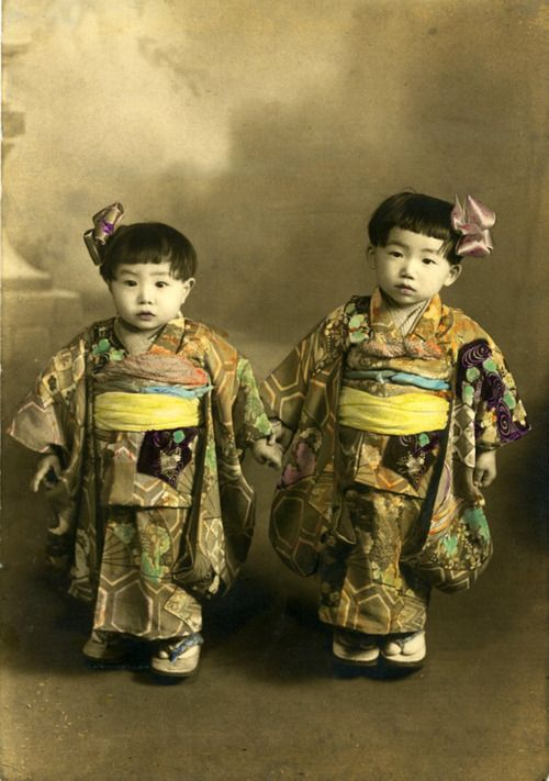 sisterwolf:  Japanese children via  # Japanese #kimonos