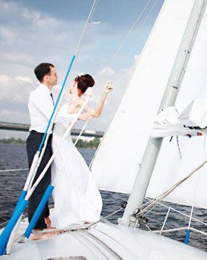 Свадьба на яхте в Греции Если молодоженам хочется убежать от стандартов свадебной церемонии и запечатлеть этот день незабываемые событиями, значит этот вариант для них.