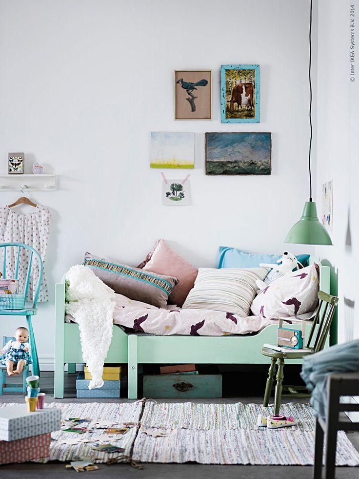 <p><strong>Visst känns det bra när fina möbler kan få ett nytt liv och användas igen och igen. Den här klassiska IKEA växasängen fyndade vi begagnat och målade om till ny i en fin pastell!</strong></p>