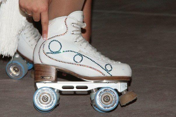 Customizando as botas dos patins -  Strass e Glitter