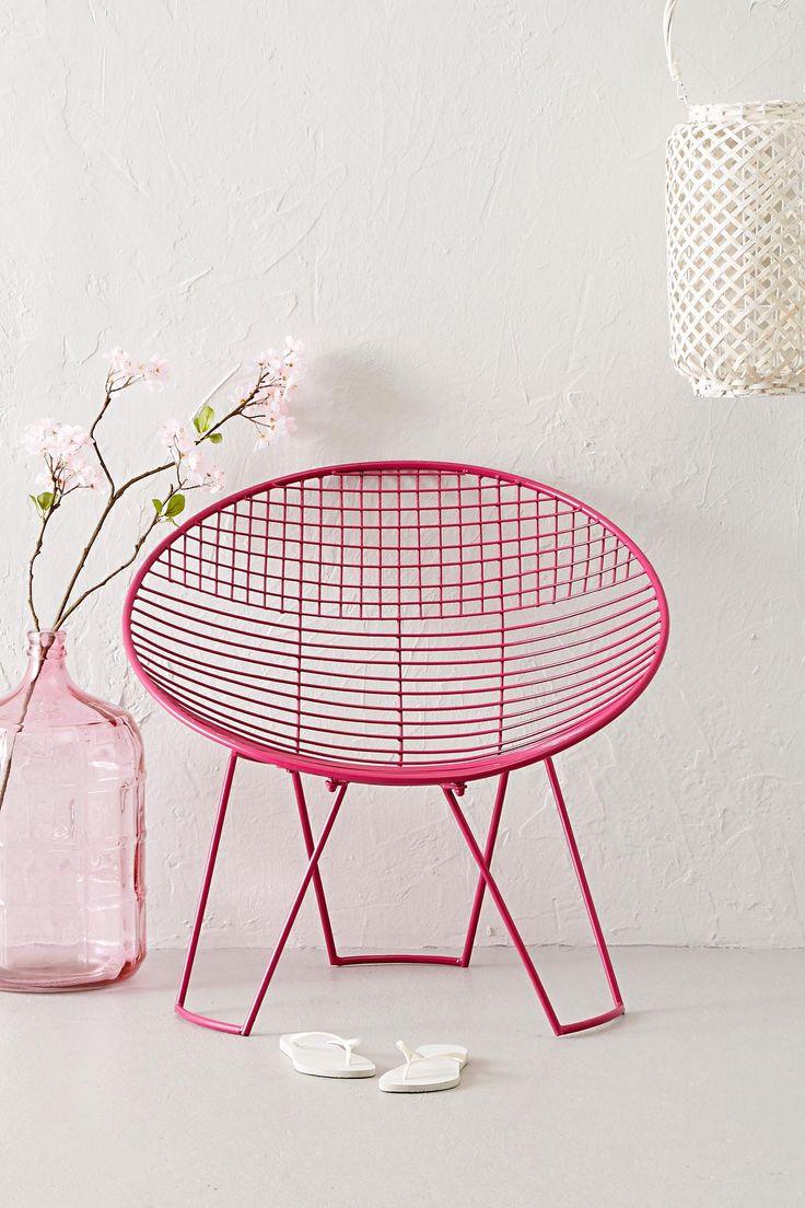 Met deze stoel geef je iedere kamer een vrolijke uitstraling. Je vindt 'm nu in de uitverkoop via Aldoor! #sale #woon #wonen #inspiratie #meubelen #interieur #design #inrichting #fauteuil #roze #home #inspiration #chair #pink