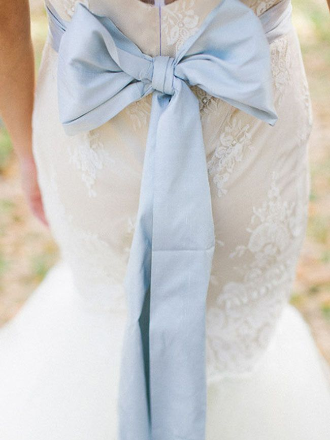 20 Something Blue Ideas for Modern Brides | SouthBound Bride | http://www.southboundbride.com/20-something-blue-ideas-for-the-modern-bride | Credit: Jennifer Blair Photography/Amber Veatch Designs/Annette at Chaviano Couture via Grey Likes Weddings