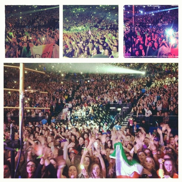 Dublin is so excited to see @justinbieber !! They definitely know how to have fun!!!! love these fans. - @pattiemallette- #webstagram
