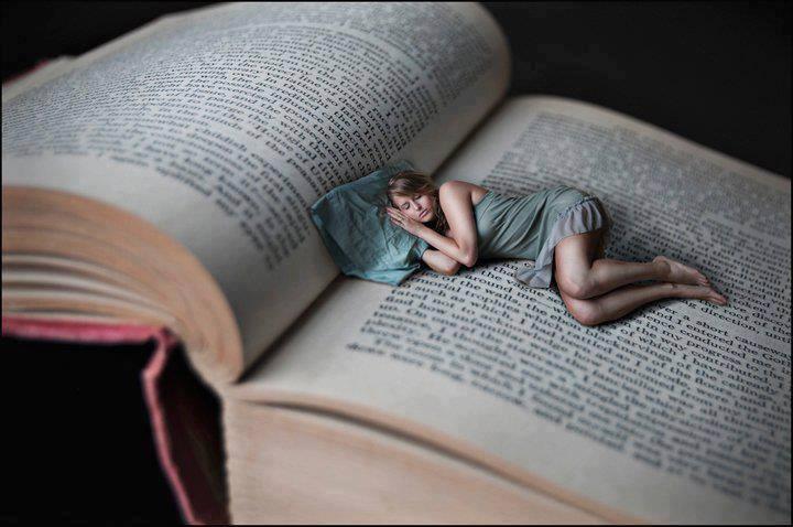 Às vezes é preciso dormir, dormir muito. Não pra fugir, mas pra descansar a alma dos sentimentos. Quem nasceu com a sensibilidade exacerbada sabe quão difícil é engolir a vida. Porque tudo, absolutamente tudo devora a gente Inteira. - Marla de Queiroz  Boa noite! :)