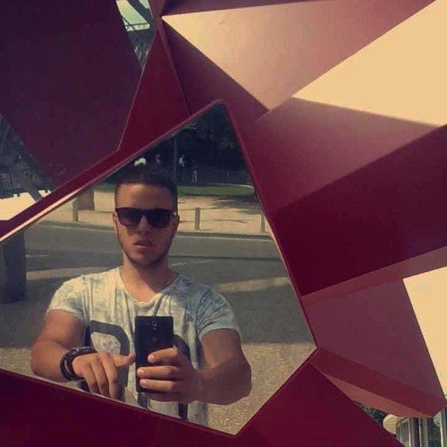Miroir Miroir dit moi qui est ma halal #OnceUponATime #fraicheur #Red #Blues #History #marocain #Saidia #Monument #Atomium #Belgium #Blc #CropsHG #Tagforlike #Gucci #LV #Arabia #latino #atomium #bruxelles #brussels #brussel #expo #exposition #exhibition #tentoonstelling #attraction #attractie #atomium #architecture #architectuur #design #top #art #kunst #contemporain #contemporary #hedendaags #landmark #arik #levy #rockgrowth