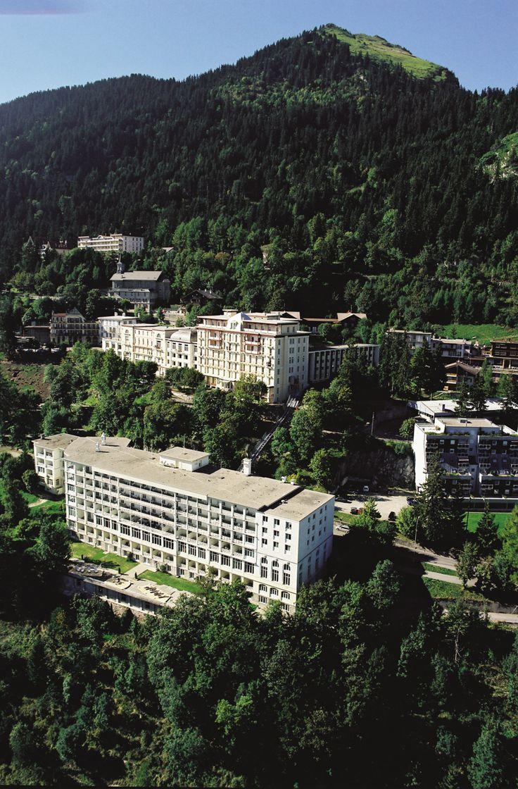 """Tabara de engleza, franceza, germana, sport & optional PARAPANTA// Tabara internationala de vara in Elvetia, de limba engleza, franceza sau germana pentru copii si tineri cu varsta intre 8-17 ani se desfasoara in Leysin, localitate care dateaza inca din vremea romanilor, situata pe un platou la 1400 m deasupra vaii Ronului si a lacului Geneva. Renumita statiune alpina din zona franceza a Elvetiei, denumita si """"Suisse Romande"""", Leysin este cunoscuta pentru clima revigoranta si placuta…"""