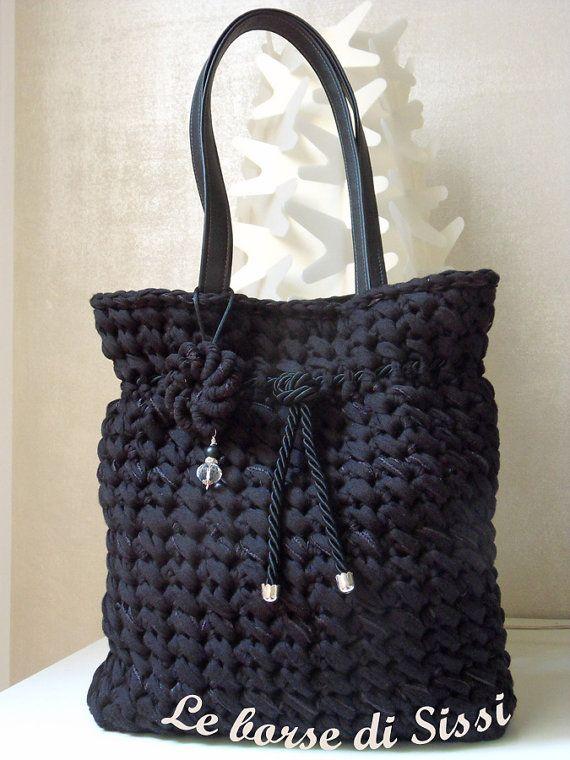 DISPONIBILE IN ITALIANO Istruzioni per realizzare una splendida borsa alluncinetto, che ho chiamato BLACK MONGOLIA. Istruzione dettagliata con