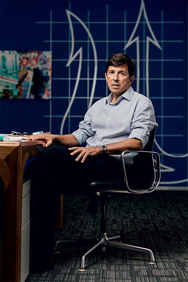 Para o presidente e fundador do Partido Novo, o país deve privatizar as empresas estatais, como Petrobras e Banco do Brasil, para melhorar a gestão do setor público