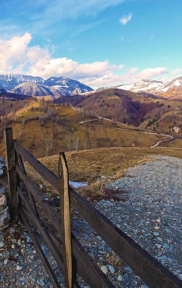 Fin de la route près de Fundata, Roumanie
