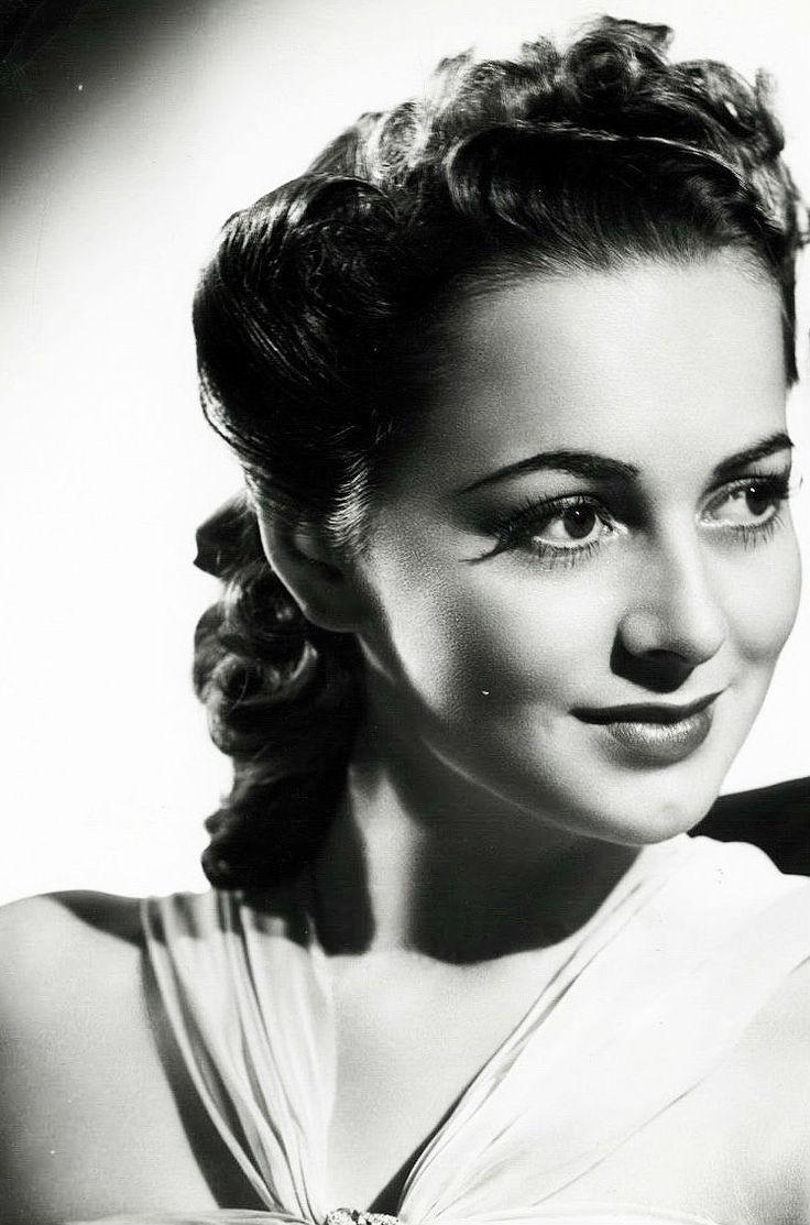 1939 Olivia de Havilland in a promo for the film Raffles