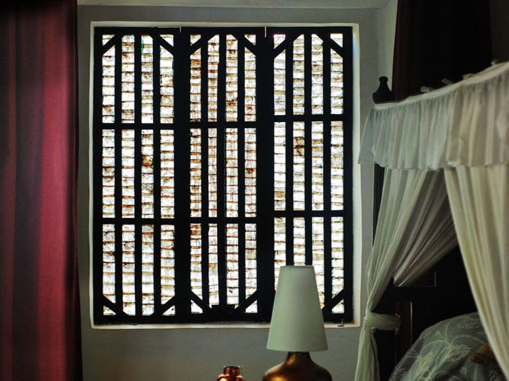 D'source Resources - Gallery Content - Mother-of-Pearl Shell Windows in Goa - Architecture, Culture, Goa, Anjuna, Fontainhas, Goan House, Heritage, Mother of Pearl, Nacre, Panjim, Saligao, Window, Church of St Anne, Talaulim, Oyster, Glass, House, Building, Commercial, Wall, stained glass, Chandor, South Goa, Braganza House, material, old house, South Goa, North Goa, entrance, Traditional, implementation, Arpora, balusters, Mansion, Portuguese, placuna placenta, filters, soft, light, ...