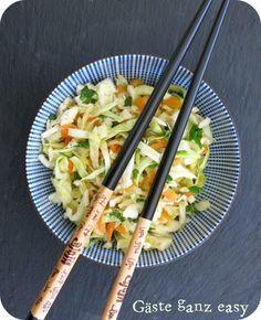 Asiatischer Krautsalat von Gäste ganz easy! - #Asia, #Buffet, #Einfach, #Erdnüsse, #Koriander, #Krautsalat, #Mädelsabend, #Möhren, #Regional, #SaisonaleKüche, #Salat, #Spitzkohl, #Vegetarisch, #Vorspeisen