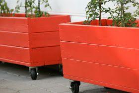 åpent hus: Blomsterkasser /wooden crates for the yard